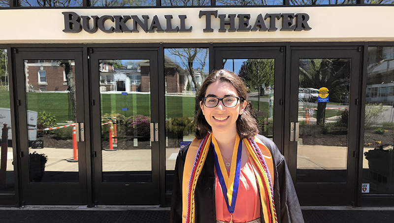 Sydney Guye '19 in front of Bucknall Hall