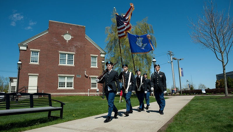 Image of U New Haven military students.